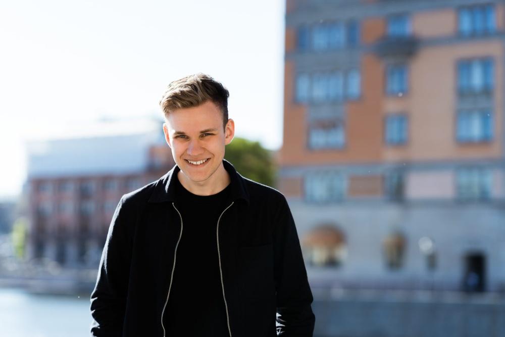 Författarporträtt: Johannes Gustavsson  Foto: Herman Caroan