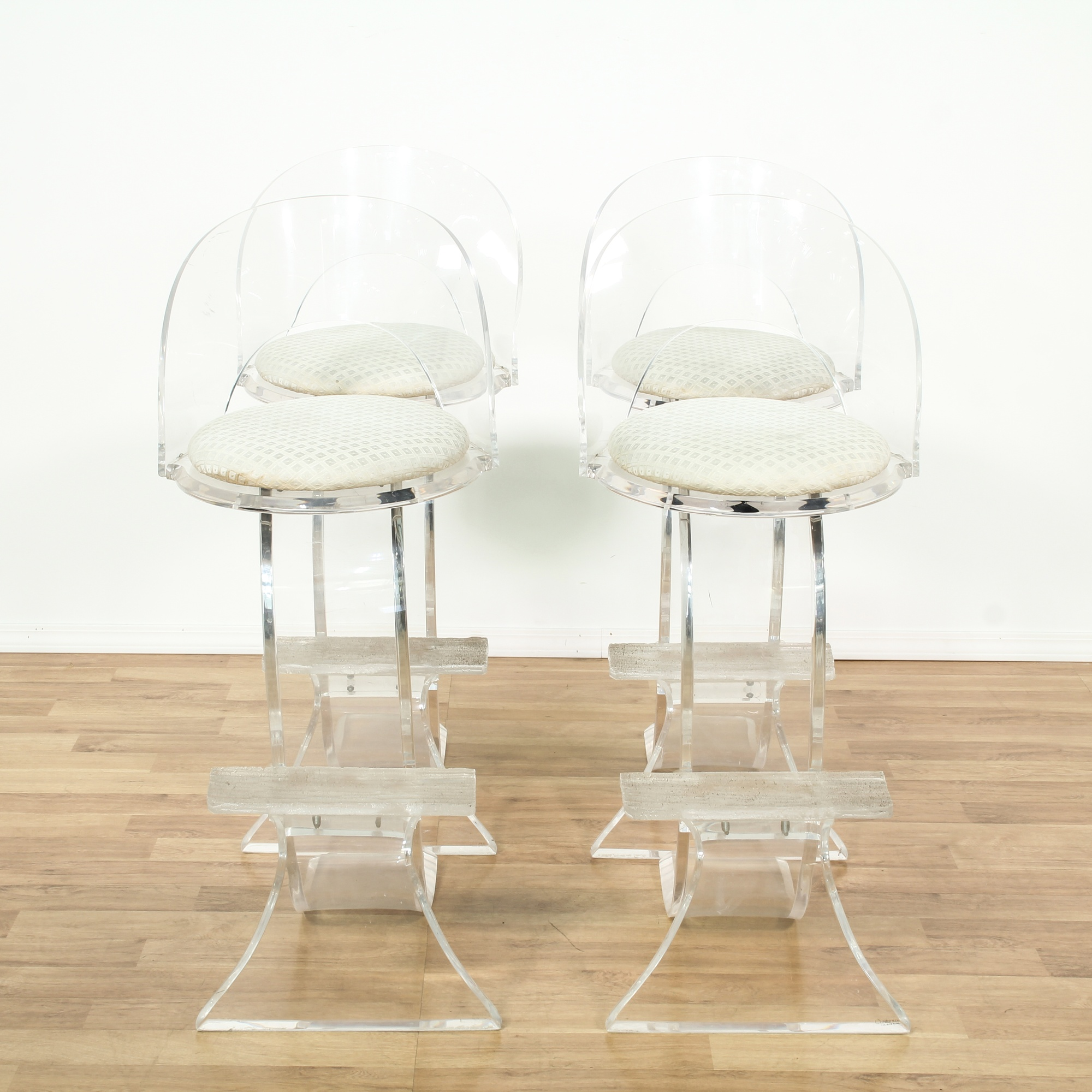 Picture of: Set Of 4 Mid Century Modern Lucite Bar Stools Loveseat Online Auctions Los Angeles