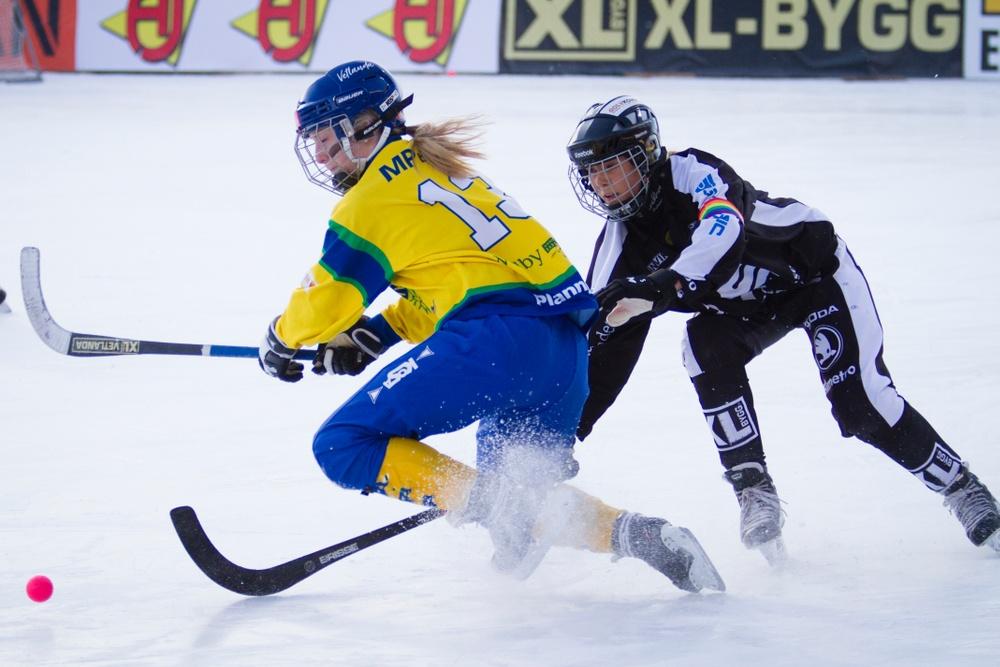 Juniorfinalen i bandy för flickor 2018 mellan Sandviken-Skirö. Foto: Martin Henriksson