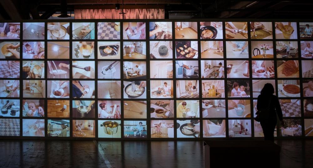 Småfilmer projicerade på en vägg