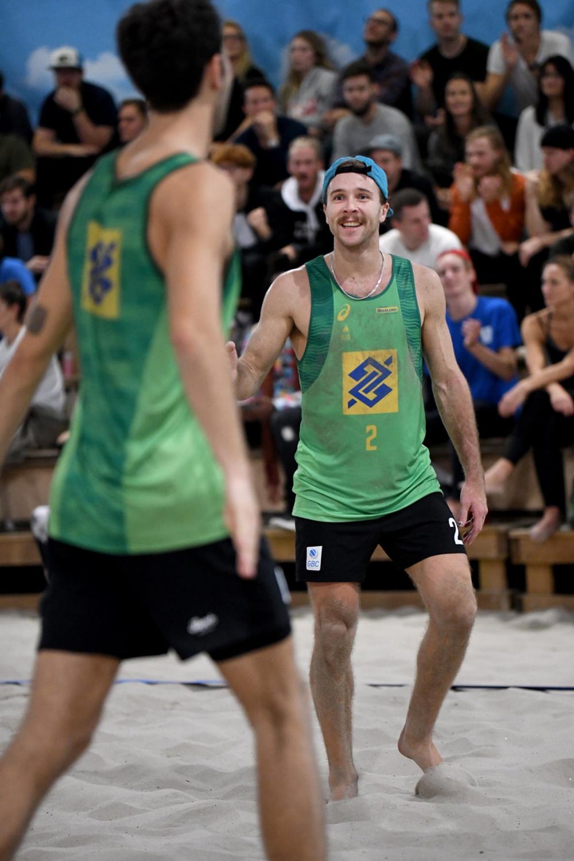 Joel Hallabro ler mot Leon Vincent efter ännu en vunnen boll. Foto: Johanna Svensson