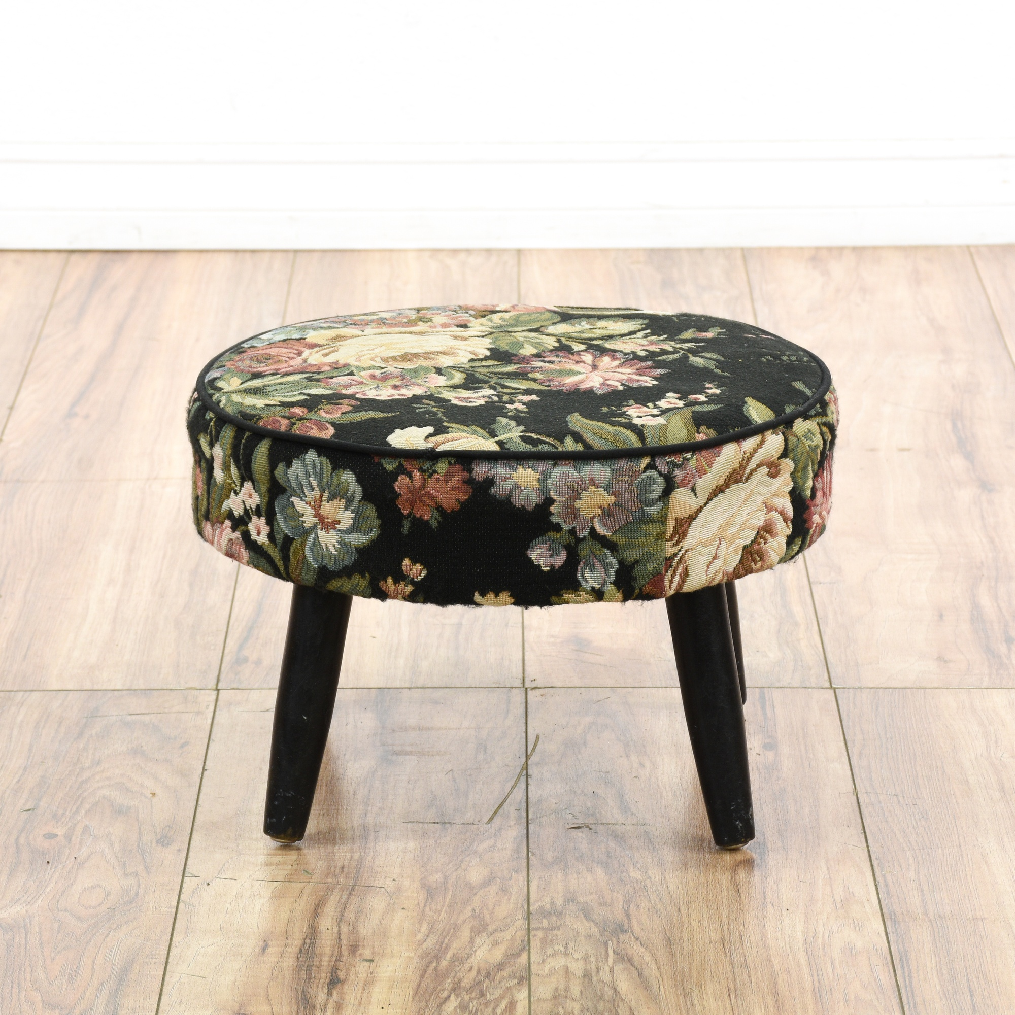 Round Cottage Chic Woven Floral Ottoman Footstool