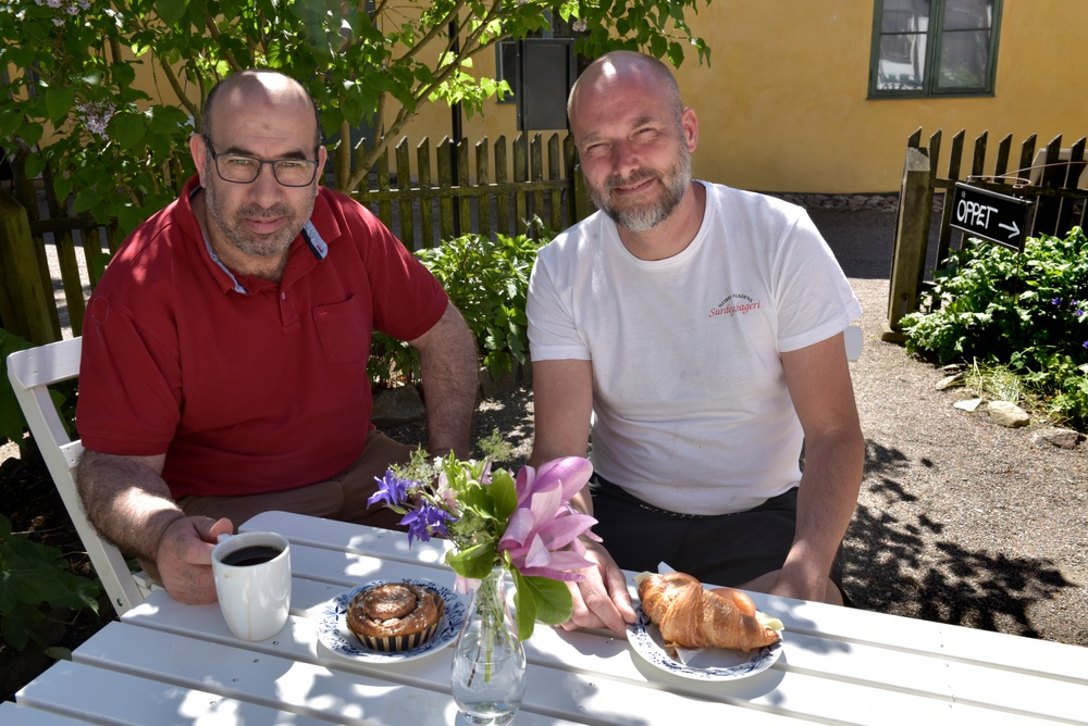 Mitche Boubou (till vänster) och Martin Bengtsson (till höger) från Norra Fäladens surdegsbageri, som kommer att driva Kulturens café framöver. Foto: Nelly Hercberg, Kulturen.