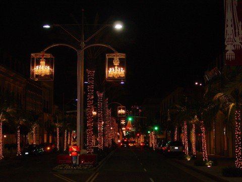 Baccarat-Crystal-Chandelier-over-Rodeo-Drive-