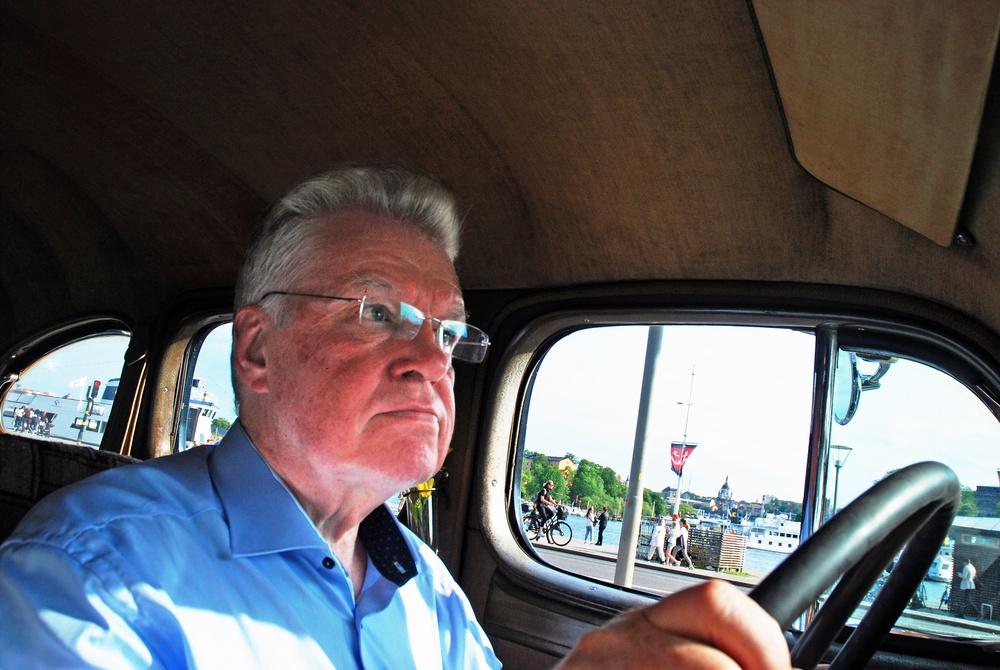 MHRFs förbundsordförande Kurt Sjöberg har svarat på två FIVA-enkäter, en i egenskap av styrelseledamot i Automobilhistoriska Klubben och en som ägare till bland annat denna Packard Super Eight från 1940. Fotograf: Göran Schüsseleder