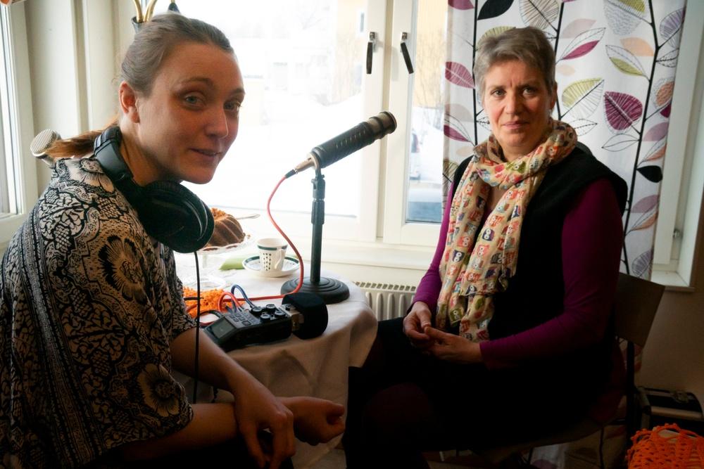 KvinnORKS-podden avsnitt 1: Vad händer med jaget vid slaget - Med Lena Stenvall. Intervjuare Matilda Kjellmor.  Foto Sofia Lindblom.  Presenteras av Nordiskt berättarcentrum  en del av västerbottensteatern