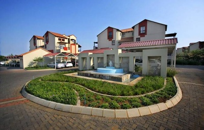 Oukraal - Fun Living