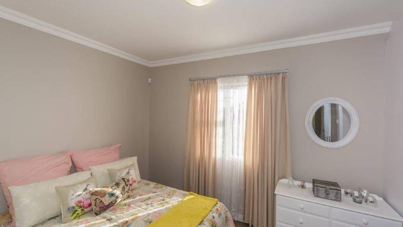 Interior / Main Bedroom