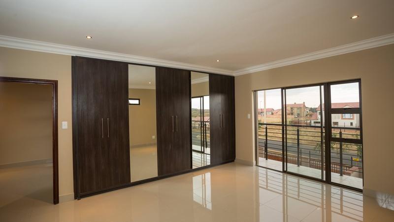 Main Bedroom (4 bed unit)
