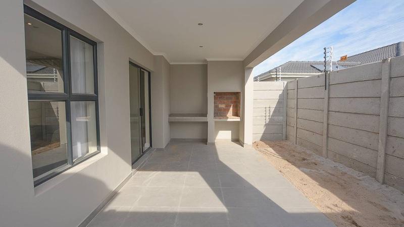 Exterior / Undercover patio/braai