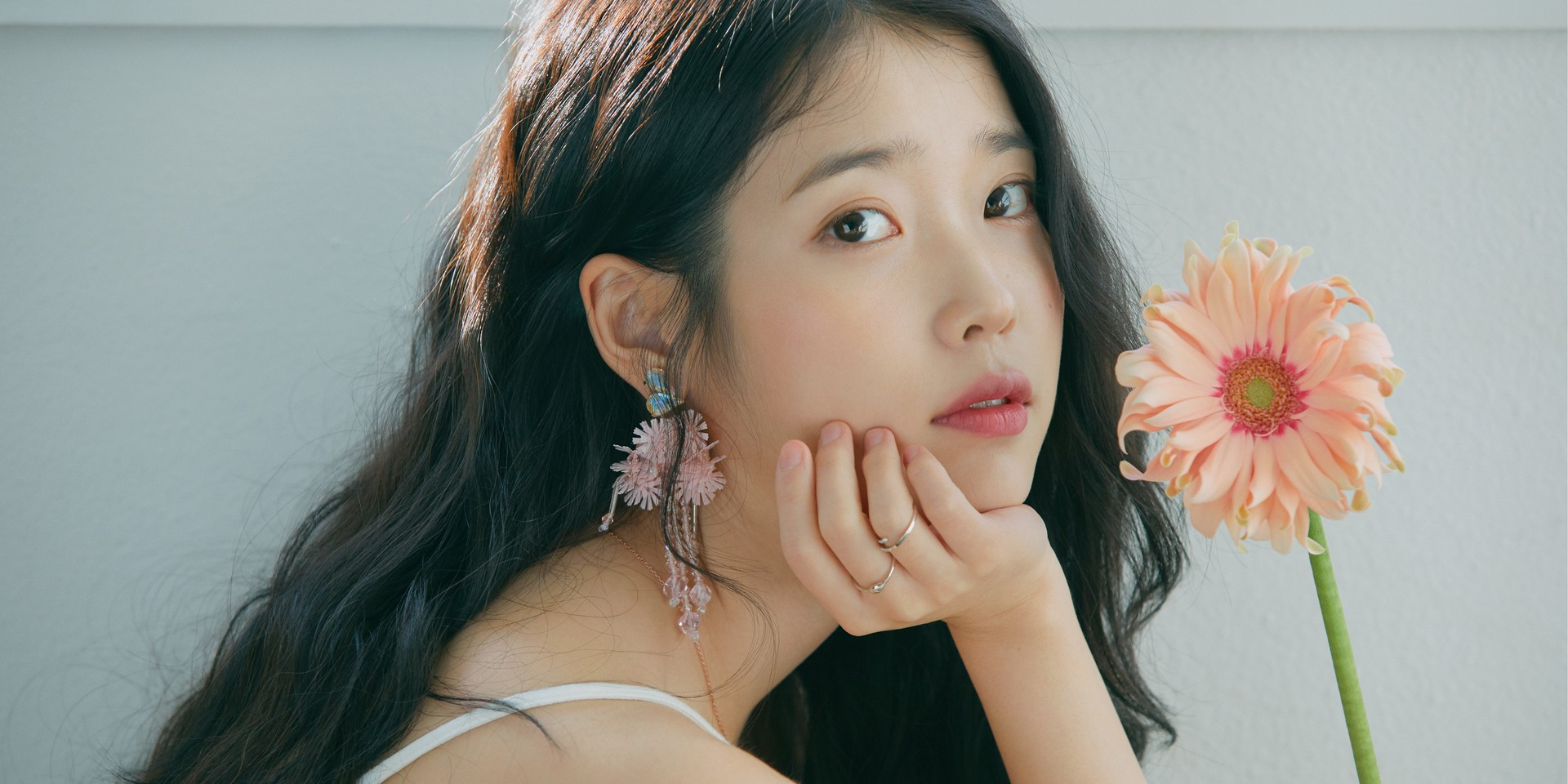 IU releases more details for her 'Love, Poem' tour in Singapore