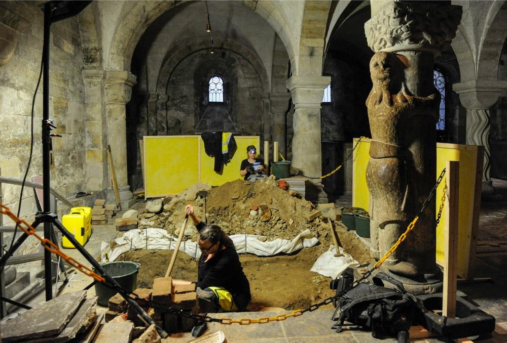 Torsdagen den 25 oktober kan man höra på fyra kortföreläsningar med Kulturens arkeologer på Kulturen i Lund. Foto: Viveca Ohlsson/Kulturen (från utgrävning i Lunds domkyrkas krypta 2016)