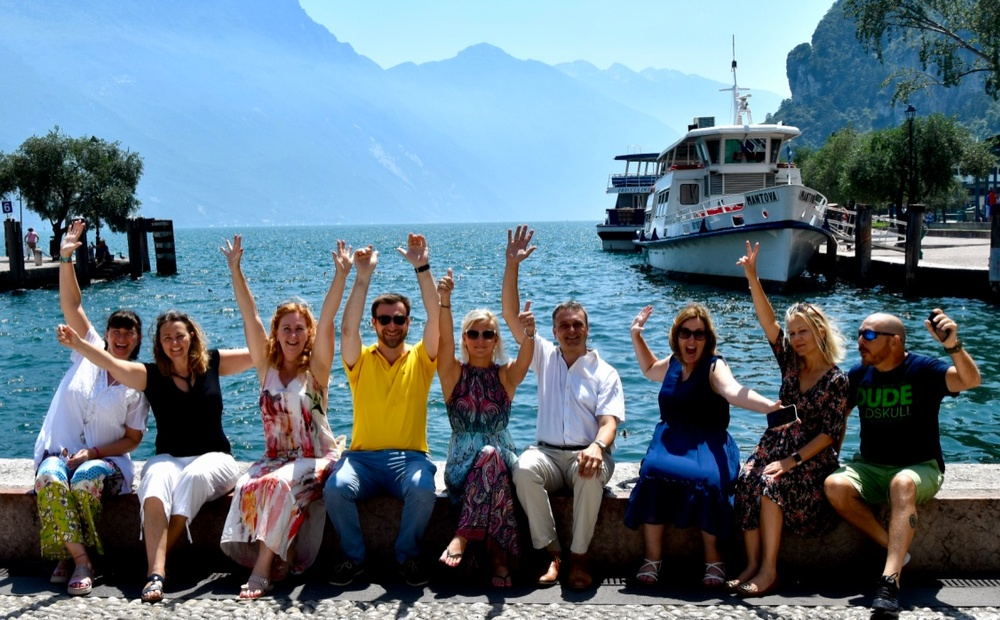 PLUS DMC Groupin partnerit AC Travel Group, B-italian, Coast Organisation, EL-VE Tours, INBOUND Services, Panbaltica, Tjek-In Travel ja Upgrade Spain yhteiskuvassa kesäkuussa Italian Arcossa pidetyssä kokouksessaan.