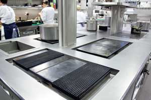 Searing plate on plancha