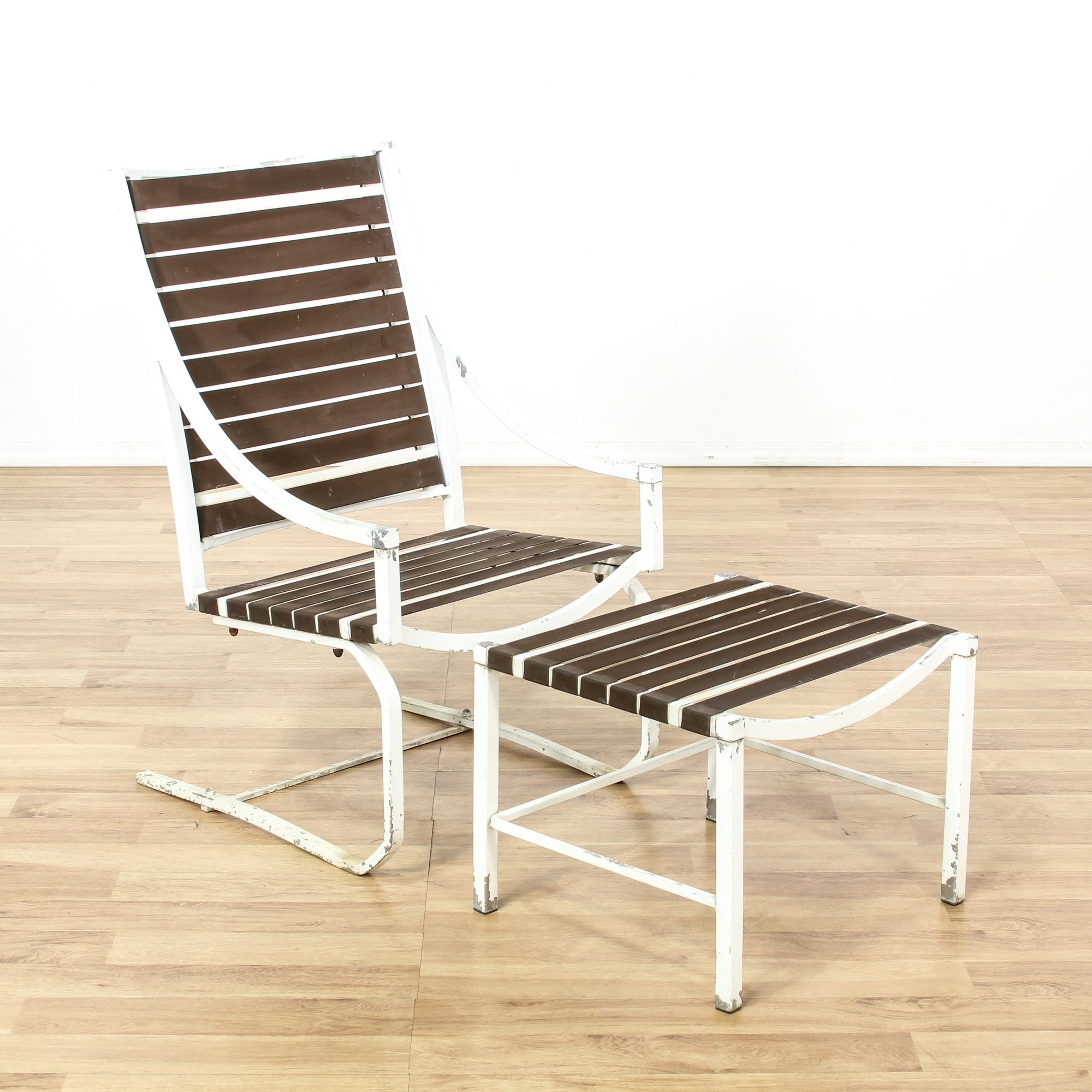 White Iron Outdoor Lounge Chair & Ottoman