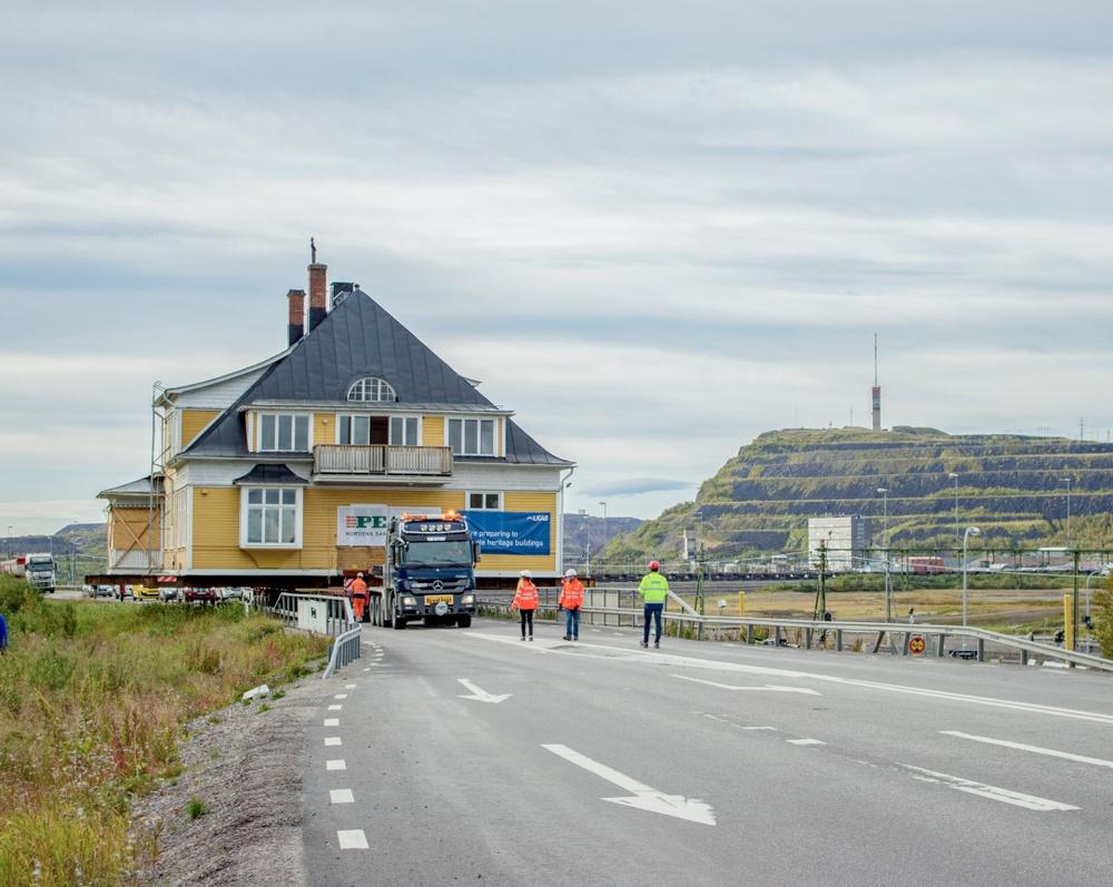 Foto: Jessica Nildén, bilden togs 2017-08-31 då huset flyttades. Byggnad: Ingenjörsvillan. Info: Ingenjörsvillan är LKAB: s 39: e byggnad i ordning och färdigställdes år 1900.