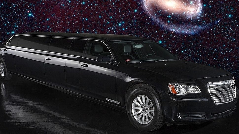 Black Chrysler 300 Limo - 5Th Door