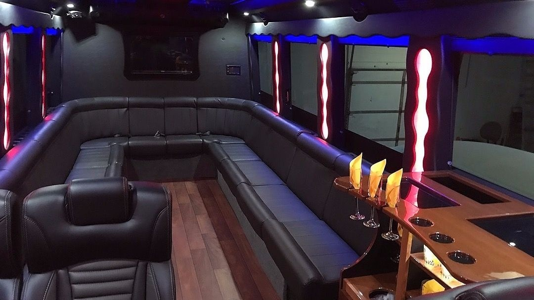 30-36 Executive Party Bus