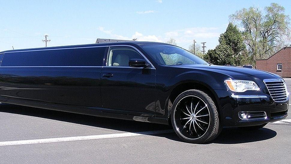 Black Chrysler 300 Limo