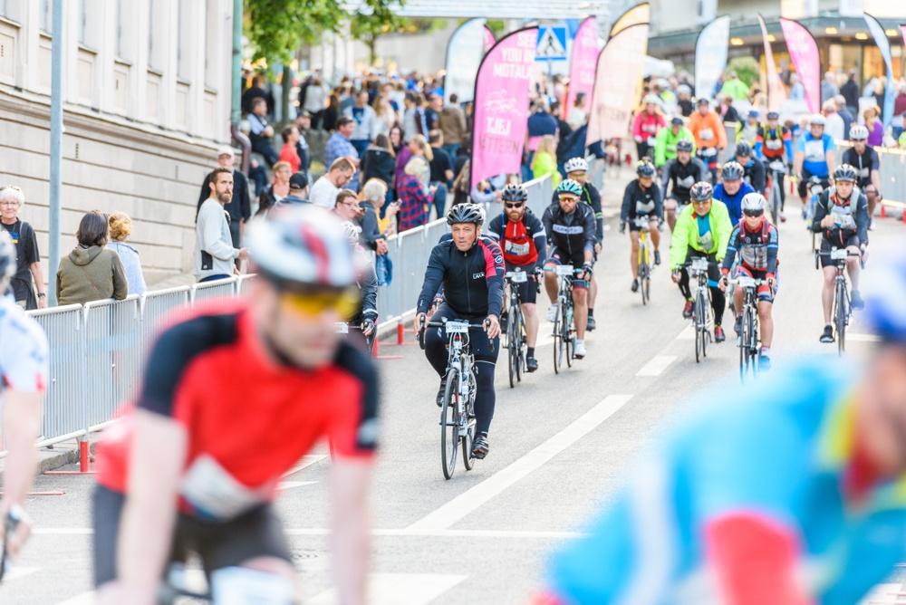 Just nu förbereder sig 23 000 cyklister för starten i Vätternrundan 300 km på fredag. En av dem är äventyraren Fredrika Ek. Foto: Petter Blomberg/Vätternrundan