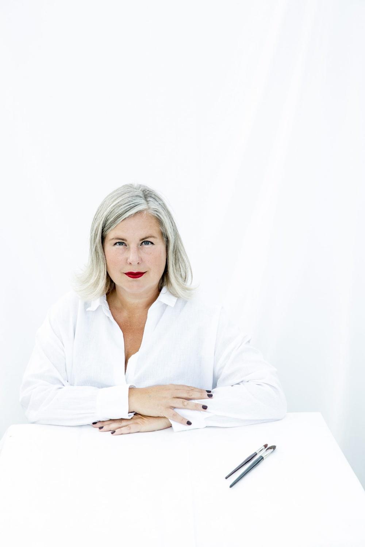 Författarporträtt: Hanna Wendelbo  Foto: Jenny Brandt Grönberg