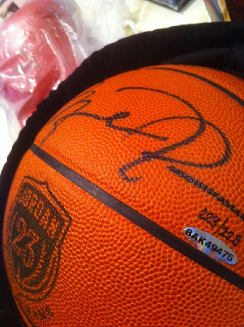 wholesale dealer 6d79e 291d1 Michael Jordan Autographed Basketball LE 223/223 | Collectionzz