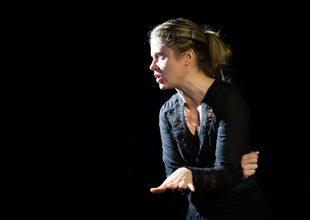Lifsens rot - av och med med Ellenor Lindgren och Nina Nordvall Vahlberg. Efter Sara Lindmans roman. Urpremiär 2008. Nypremiär september 2021. Foto: Patrick Degerman.