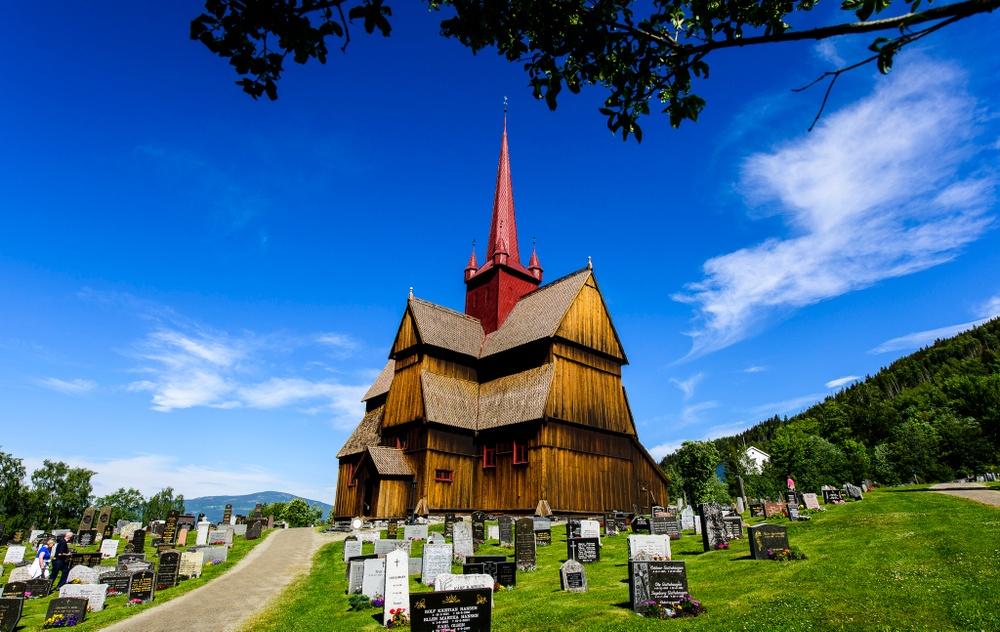 Ringebu stavkirke er en del av pilegrimsleden gjennom Gudbrandsdalen. Et populært stopp på turen. Foto: Ian Brodie