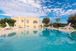 Villa in Carovigno, walking distance to restaurants, pool