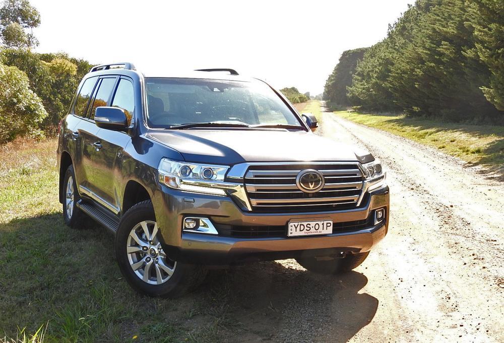 Toyota Landcruiser REVIEW, Price, Features - 2016 Sahara