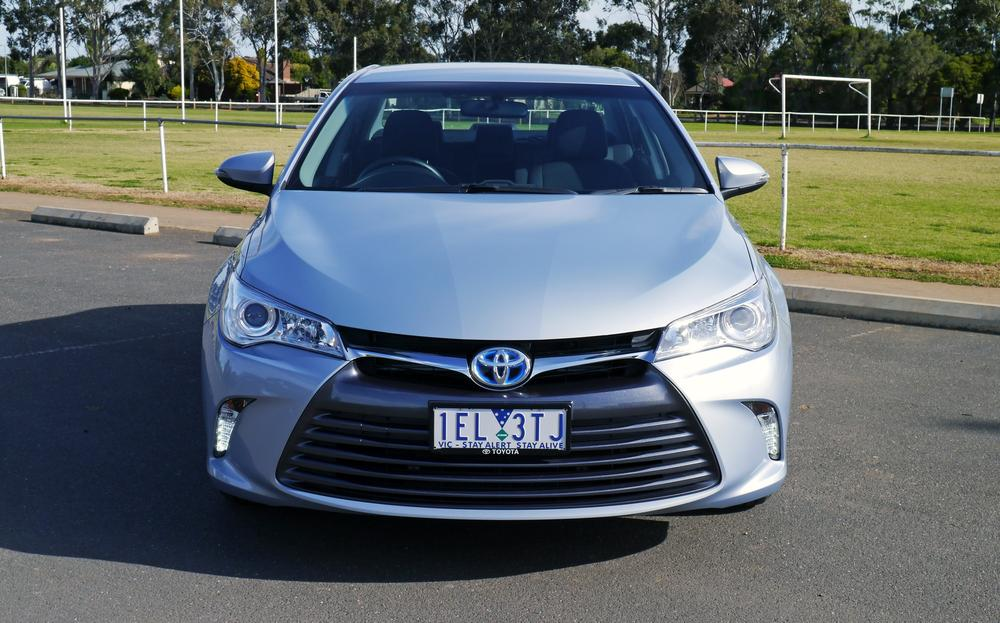 Toyota Camry Hybrid Review: 2015 Altise - A smart