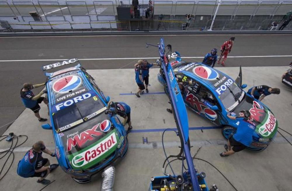 V8 Supercars Whincup Crowned 2014 Champion As Sydney Drowns