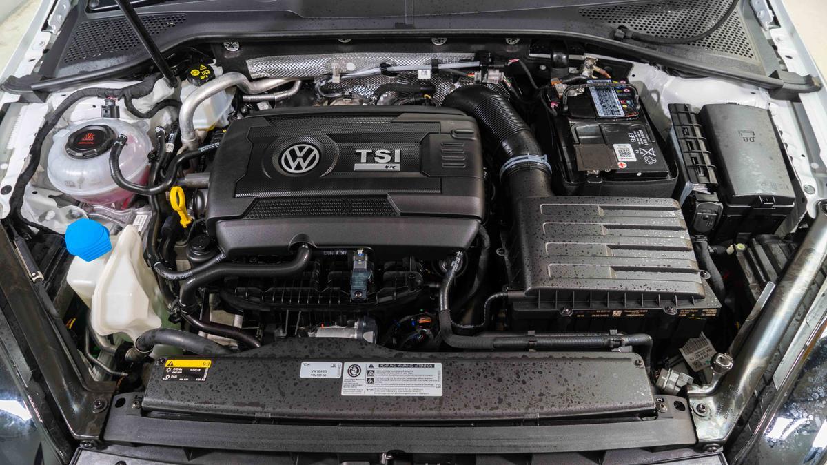 2019 Volkswagen Golf R SE Ali says, Ponch says | Drive Car News