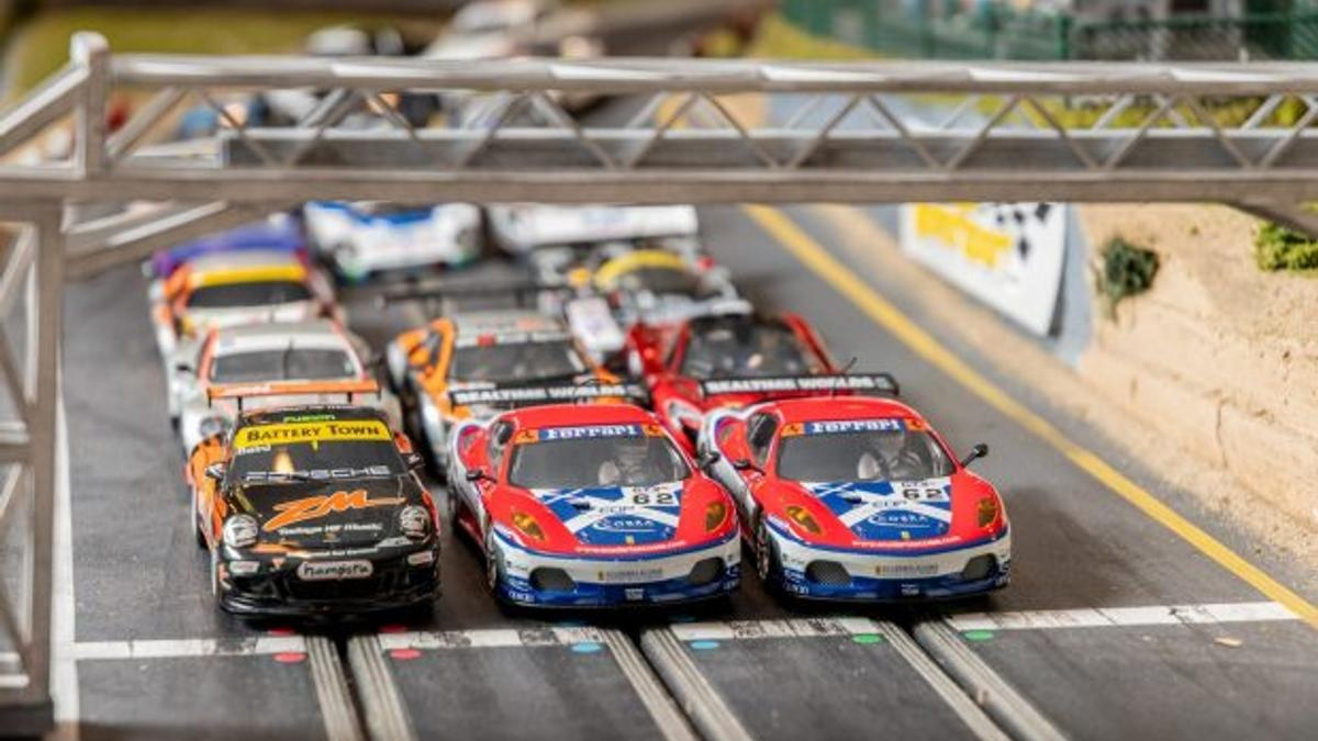 Three players can choose from 25 cars with individual liveries