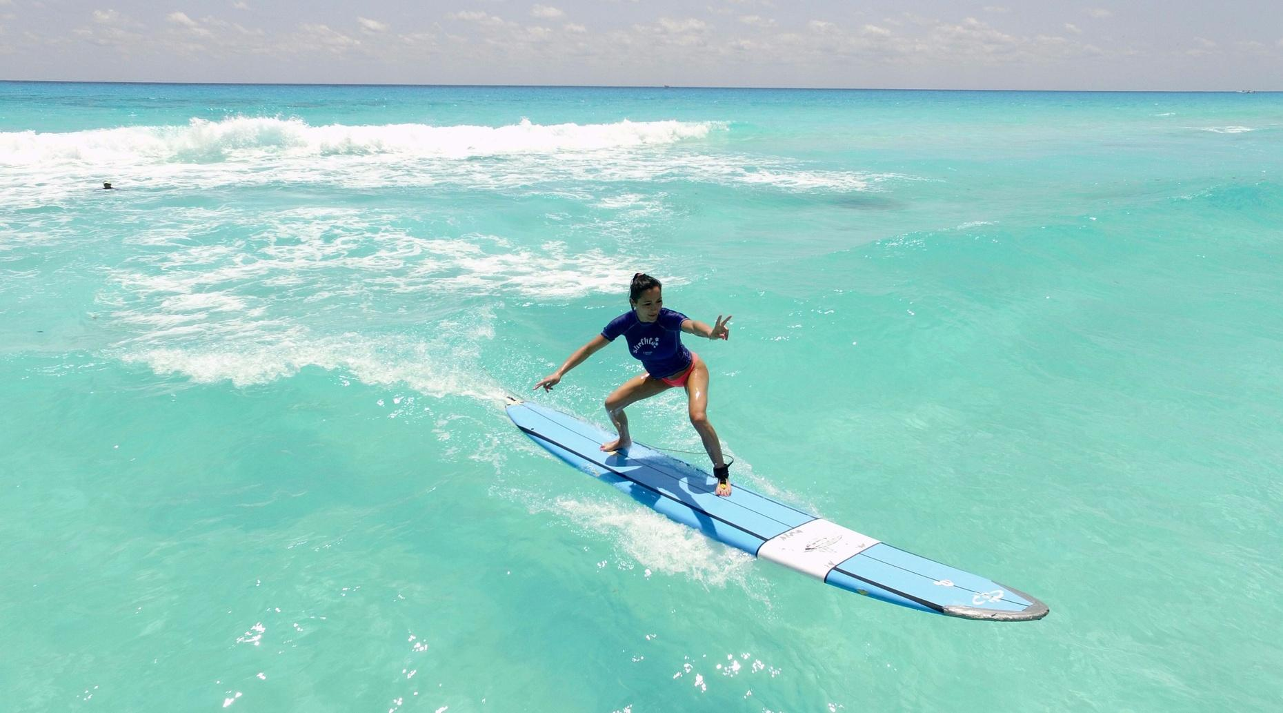 Private Family Surf Lesson in Cancun