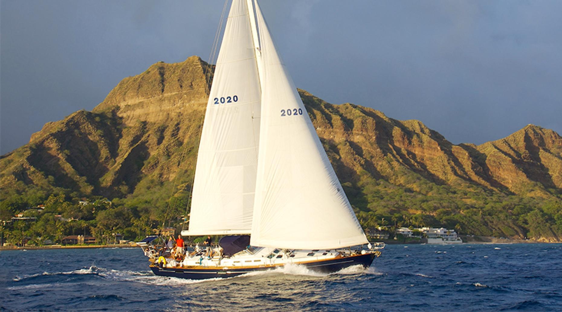 Luxury Sightseeing Sail from Honolulu