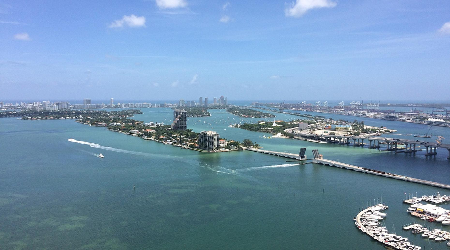 One-Hour Guided Plane Tour of Miami