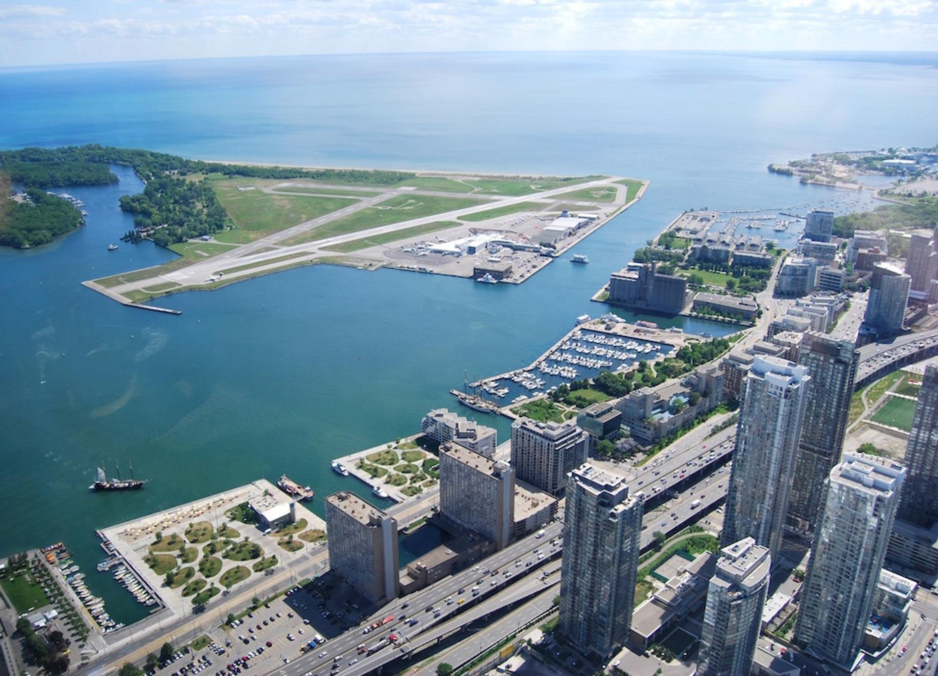 Executive Flight from Toronto Island to Niagara District