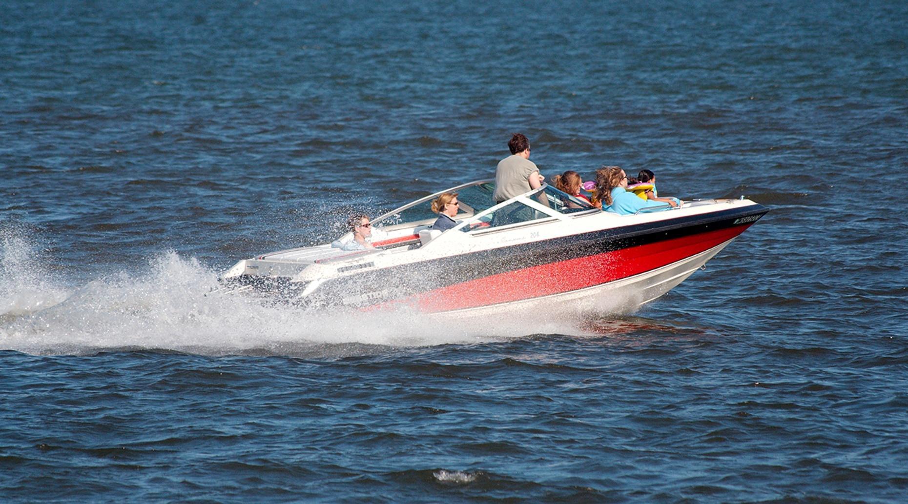 Full Day 21-Foot Deck Boat Rental in Palm Beach