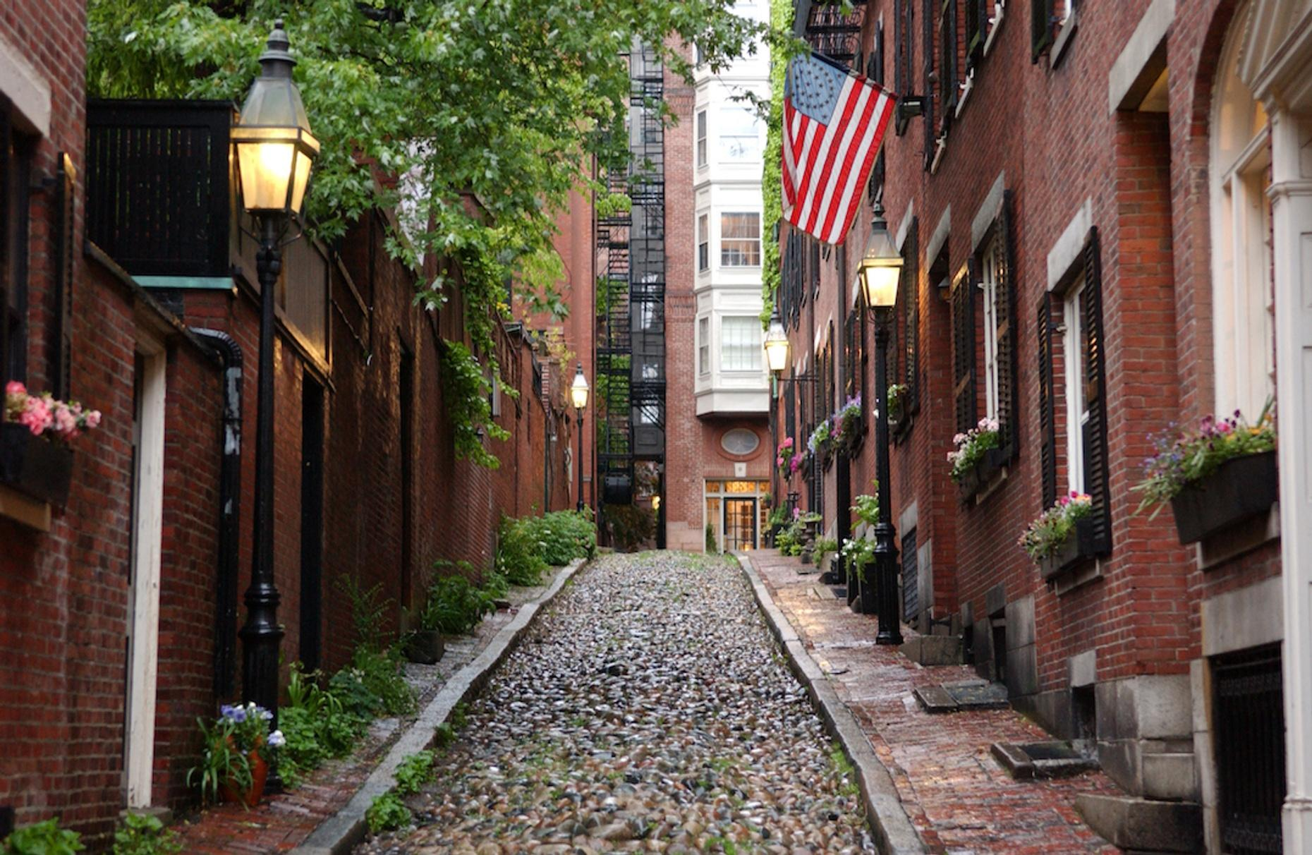 Acorn Street & Beacon Hill 5K Running Tour in Boston