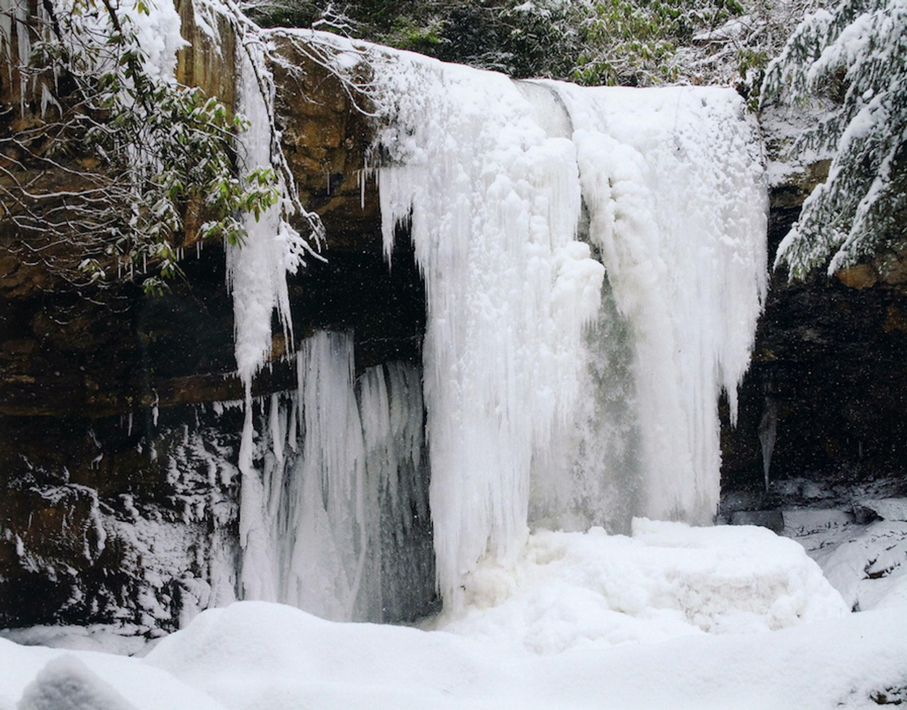 Half-Day Winter Waterfall Ice Hiking Excursion in Benton