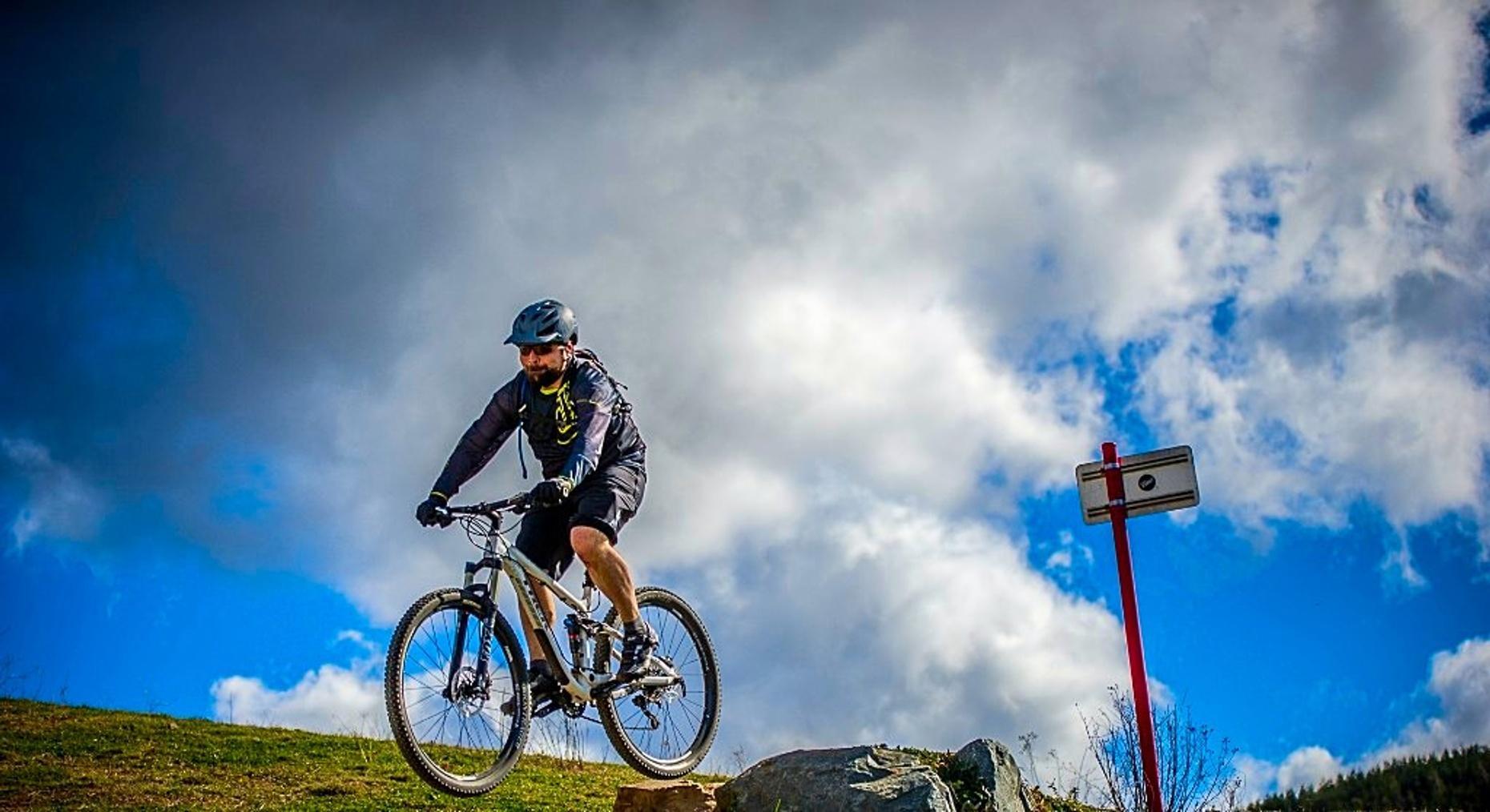Santa Cruz Hightower Medium Bike Rental in Truckee