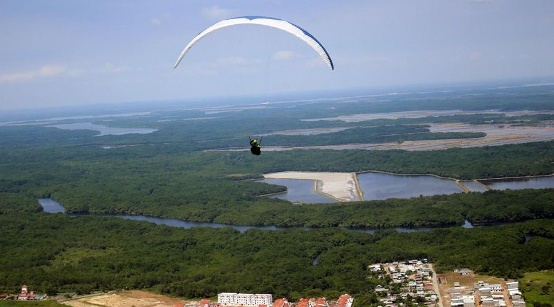 Guayaquil Paragliding Flight
