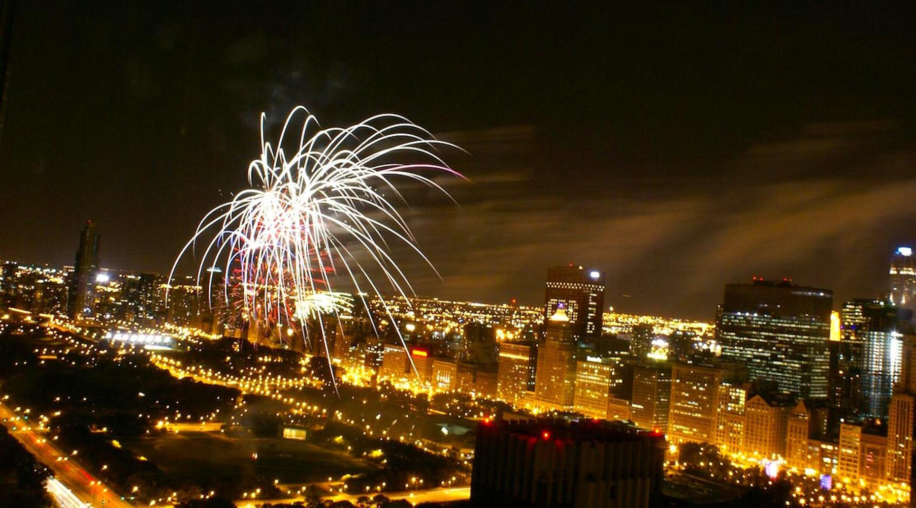 Chicago Fireworks Paddle
