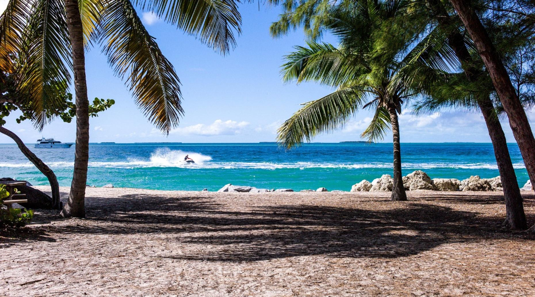 Free Beach Photo Session in Puerto Morelos