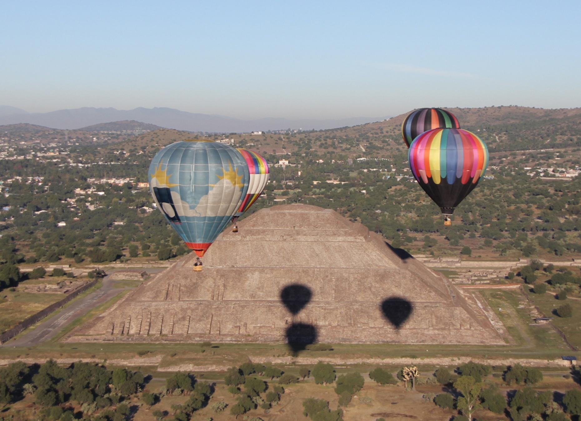 Traditional Hot Air Balloon Flight in San Martin De Las Pirámides