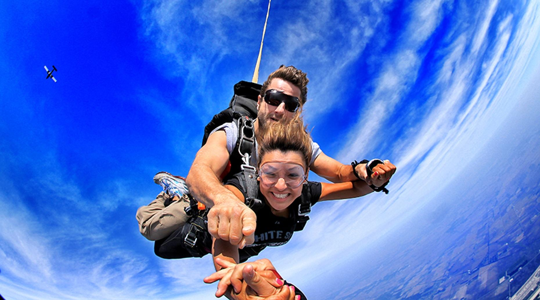Extreme Tandem Skydive in Rochelle