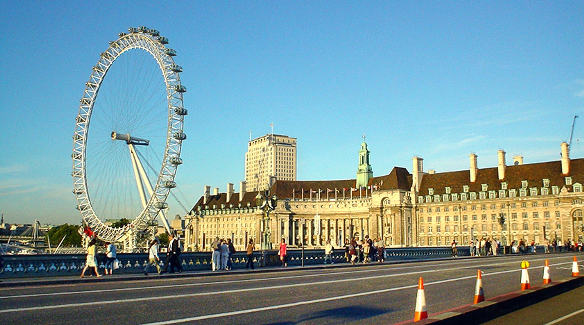 Guided Driving Tour of London in a Classic Car