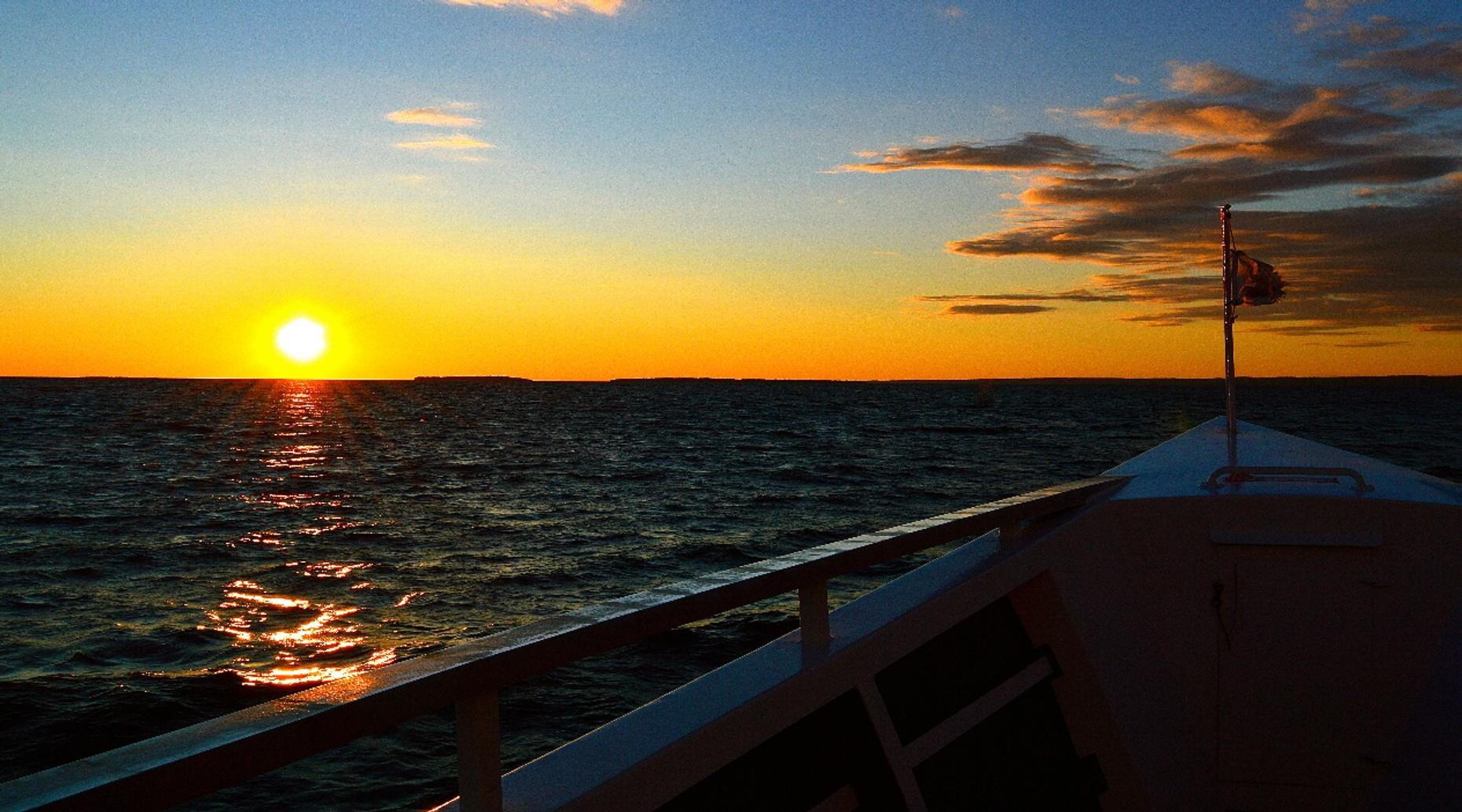 Apostle Islands Sunset Boat Charter in Bayfield
