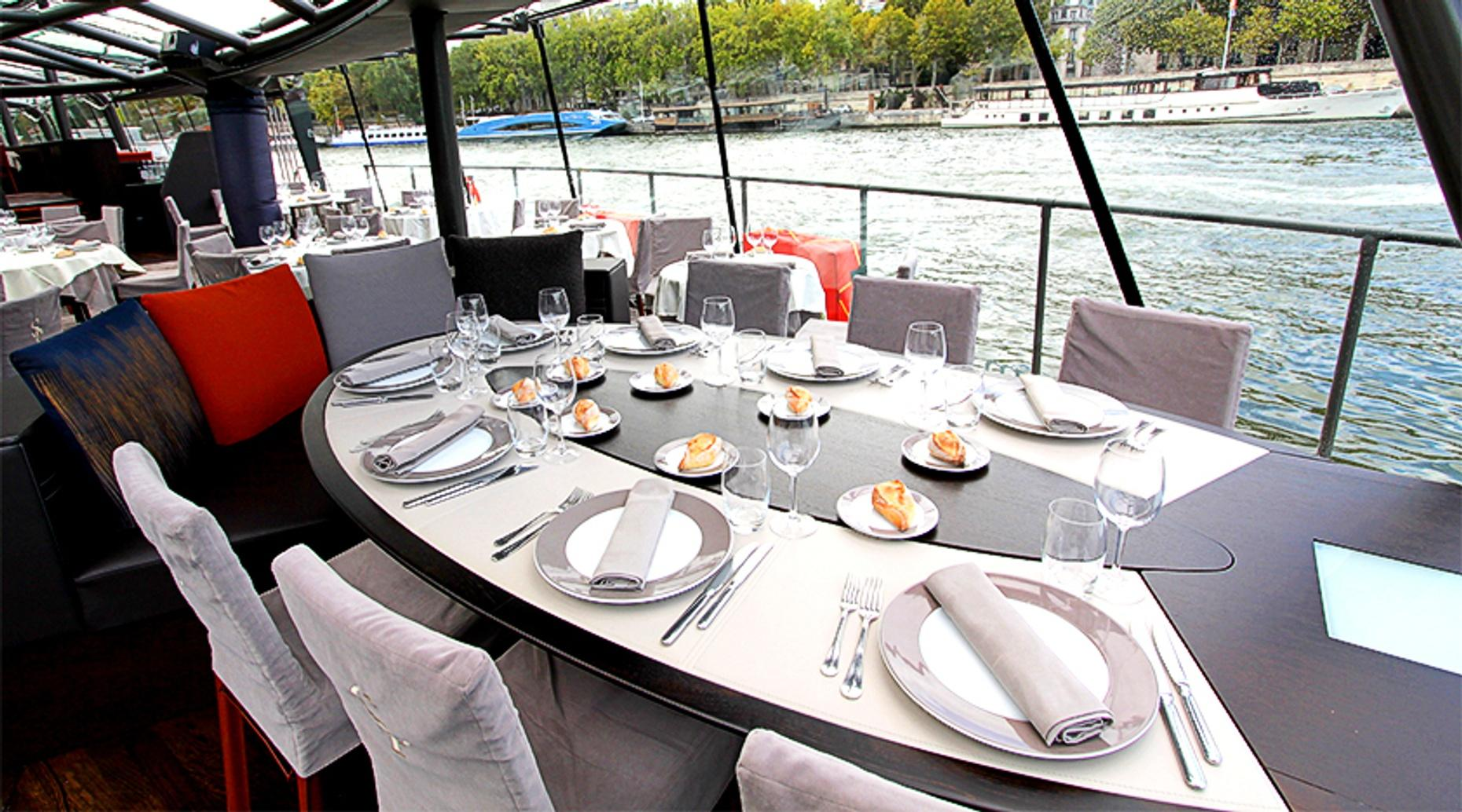 Paris Lunch Cruise Privilège Service